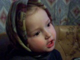 Маленькая девочка прикольно читает стишок*